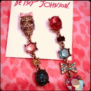 Only Today! NWT Betsey Johnson☠️ skull earrings